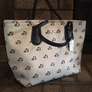 Coach hand bag